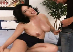 Vanessa James with round bottom and bald bush polishes Justin Magnums pulsating pole with her chops