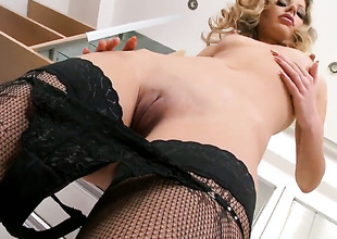 Blond tart Marilyn Cole spends her sexual energy alone using vibrator