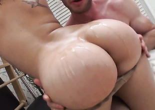 Jordan Ash has unthinkable oral sex with Exotic London Keyes before asshole fucking