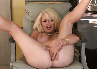 Alexis Ford shows every inch of her body before her masturbates on livecam