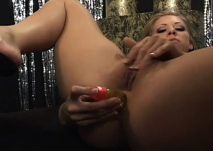Pretty Leah Love inserts a dildo deep up her a-hole and rides the Sybian