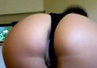 Recent webcam girlfriend shows her body and holes during a private show
