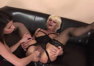Kinky older floosie getting fisted by a hawt babe