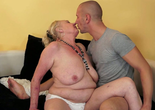 Dissolute granny Sila gives head after getting her twat licked