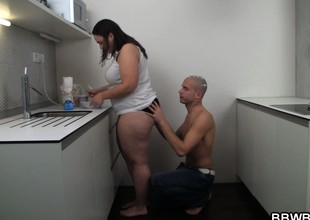 Bulky girlfriend slammed on the kitchen