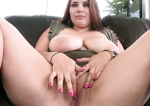 Lexi Summers with phat ass is in the mood for shlong stroking