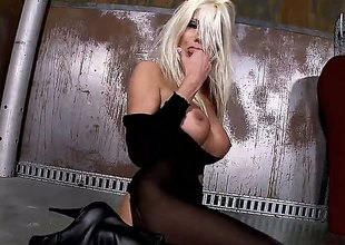 Blond Puma Swede cant stop toying her beaver
