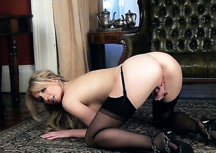 Perri Doran has a body of a goddess and shows it all in steamy solo action