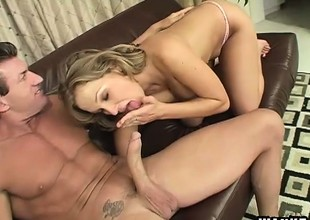 Chunky porn goddess Nikki Sexx shows what she's up to on Lee Stone's shlong