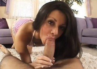 Cute brunette likes to fuck 'coz this babe has multiple orgasms