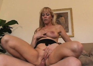 Experienced large tit lady Nicole Moore puts her mouth to work