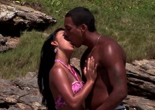 Hottie Simone gets her cunt fucked on the beach previous to getting cum pay off