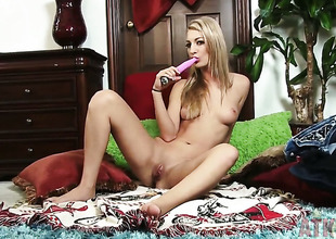 Blonde Hailey Holiday gives a closeup view of her bush whilst masturbating