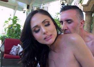 Fucking slutty body massaging playgirl Ariana Marie