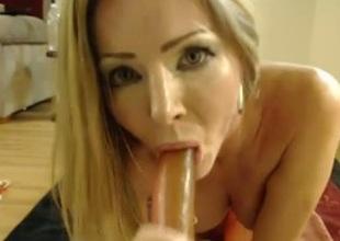 Webcam hoe sucks a dildo in advance of poking it in her holes