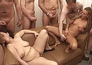 2 amateur mamma in a gangbang with facial shots !!