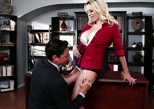 Stormy Daniels asks her fuck buddy to poke his sturdy rod in her mouth