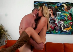 Kermis Shelby Paige with phat booty and clean cunt has some time to play with her cunt
