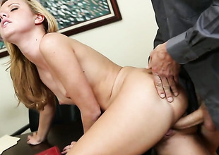 Jessie Rogers warms dude up and takes his tool in her slit