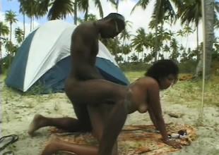 Curvy Brazilian chick gets her slit slammed in steamy outdoor scene
