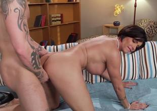 Cunnilingus, blowjob and fucking with fascinating MILF